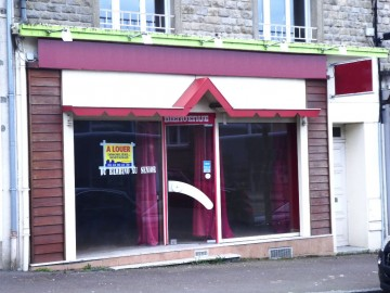 Local commercial Saint Hilaire Du Harcouet 77 m2 - SAINT HILAIRE DU HARCOUET